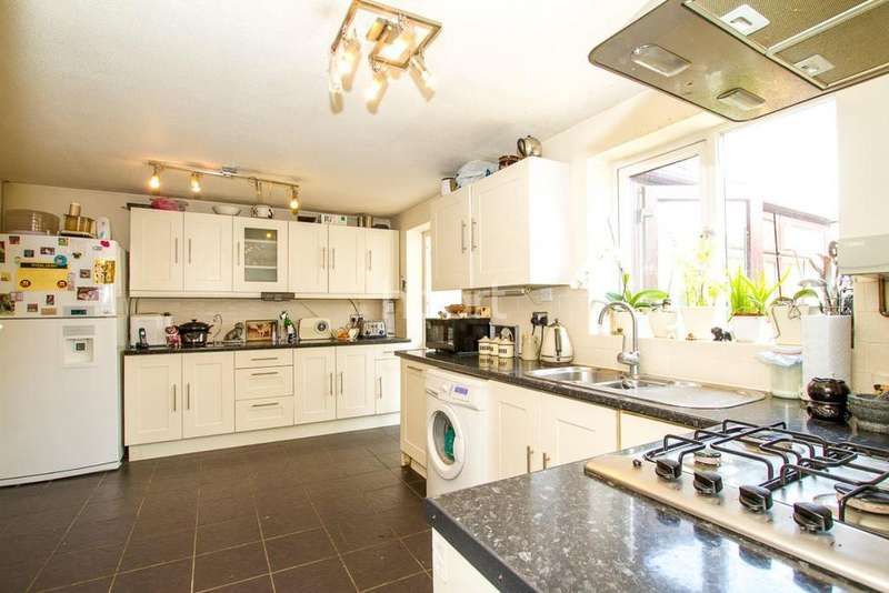 5 Bedrooms Detached House for sale in Walnut Tree, Milton Keynes