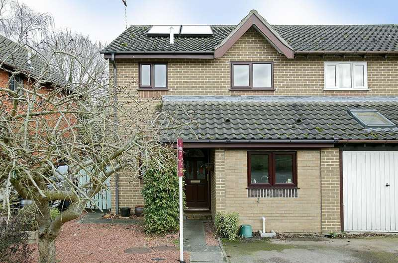 3 Bedrooms Semi Detached House for sale in Nelson Close, Hethersett