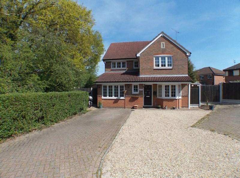 4 Bedrooms Detached House for sale in Macgregor Drive, Wickford