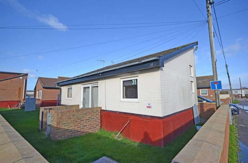 2 Bedrooms Detached Bungalow for sale in Montalan Crescent, Selsey, PO20