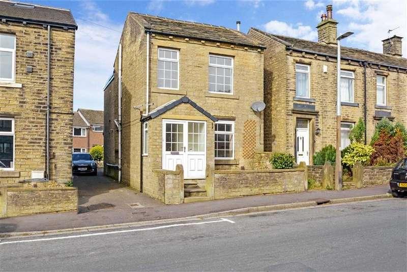 3 Bedrooms Detached House for sale in Moorlands Road, Mount, Huddersfield, HD3