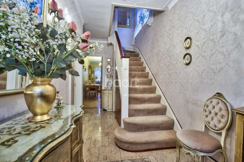 3 Bedrooms Semi Detached House for sale in Vincent Gardens, NW2