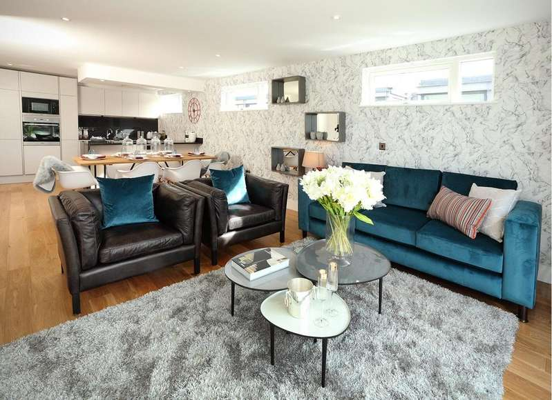 2 Bedrooms Penthouse Flat for sale in Huller House Cheese Warehouse, Redcliff Backs, Bristol, BS1