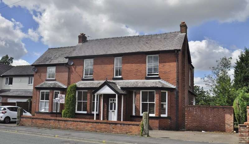 6 Bedrooms Detached House for sale in Moss Lane, Bramhall