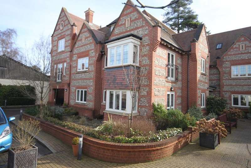2 Bedrooms Flat for sale in FLORENCE COURT, WILTON, WILTSHIRE