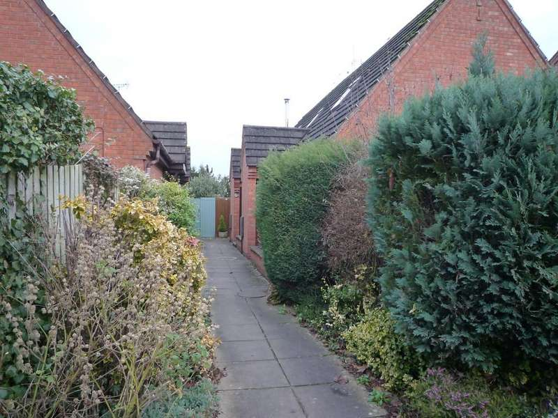 2 Bedrooms Semi Detached House for sale in Darlingscote Mews, Shipston-On-Stour