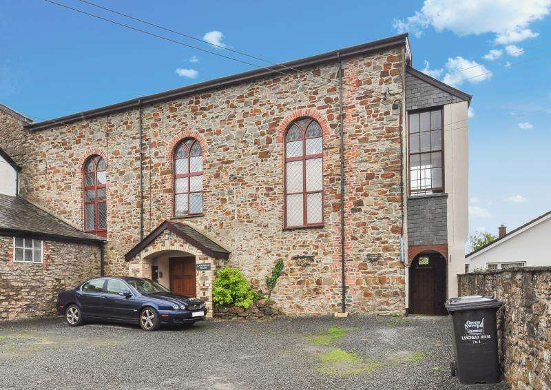 3 Bedrooms Apartment Flat for sale in Langmead House, North Street, South Molton, Devon, EX36