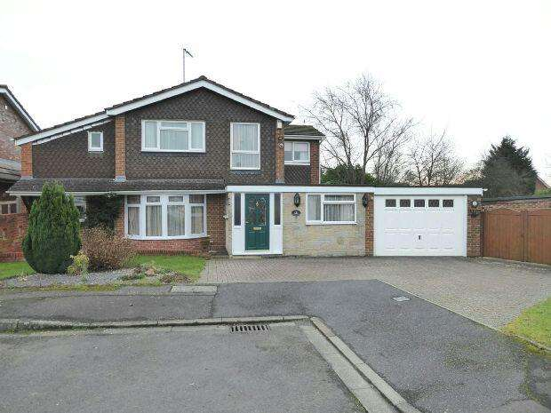 4 Bedrooms Detached House for sale in Tennyson Close, Banbury