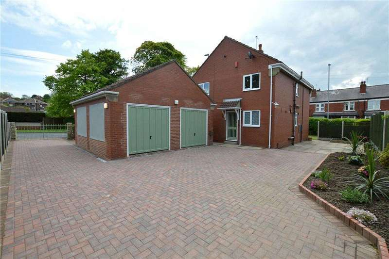 4 Bedrooms Detached House for sale in Gibson Lane, Kippax, Leeds, West Yorkshire