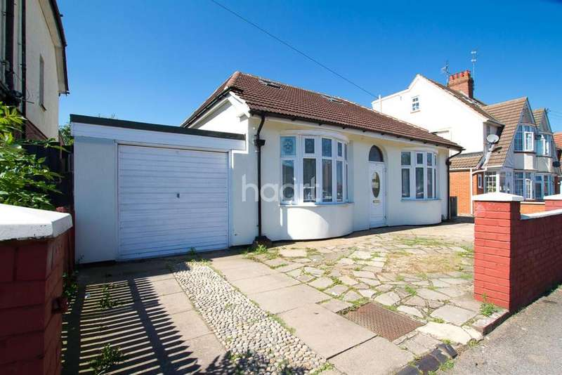 6 Bedrooms Detached House for sale in Superb Family Home