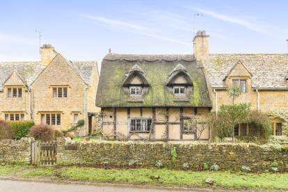2 Bedrooms Semi Detached House for sale in Snowshill Road, Broadway, Worcestershire, Broadway