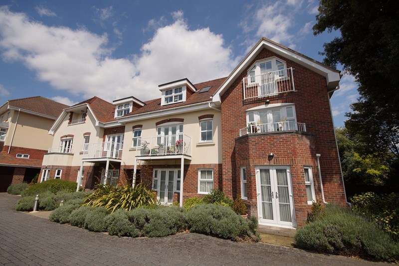 2 Bedrooms Flat for sale in St. Peters Road, Lower Parkstone, Poole