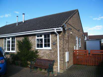 2 Bedrooms Bungalow for sale in Fouracre Drive, Sleights, Whitby, North Yorkshire