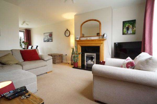 3 Bedrooms House for sale in Kingston Drive, Mangotsfield, Bristol, BS16 9BQ