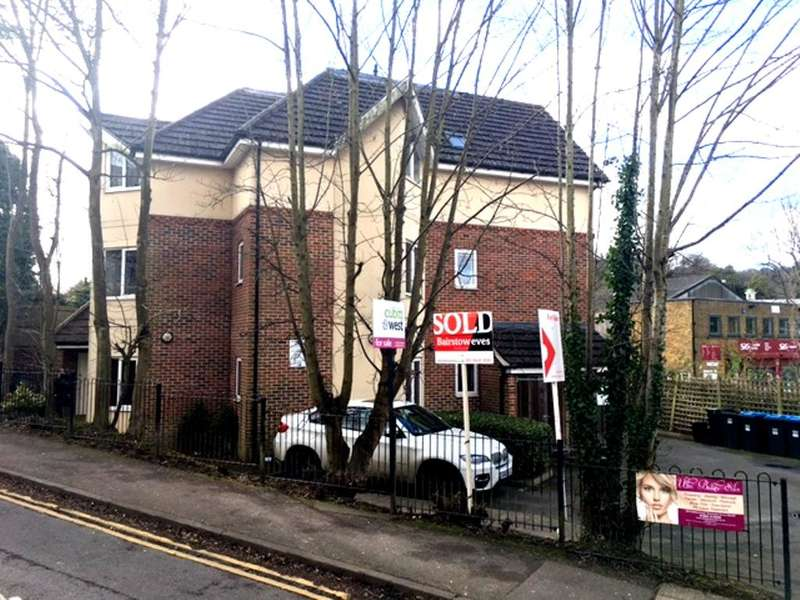 2 Bedrooms Flat for sale in St Lukes Road, Whyteleafe, Croydon, Surrey, CR3 0ES