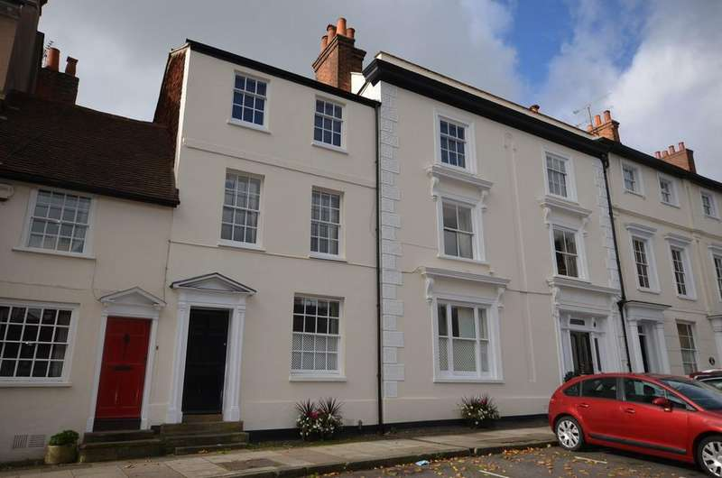 3 Bedrooms Apartment Flat for sale in Castle Street, Farnham
