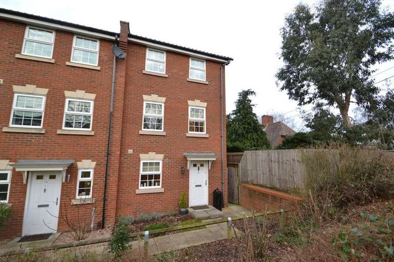 3 Bedrooms Town House for sale in Whistlefish Court, Norwich