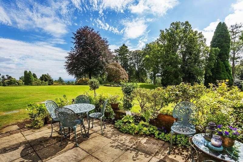 2 Bedrooms Flat for sale in Lythe Hill Park, Haslemere, GU27