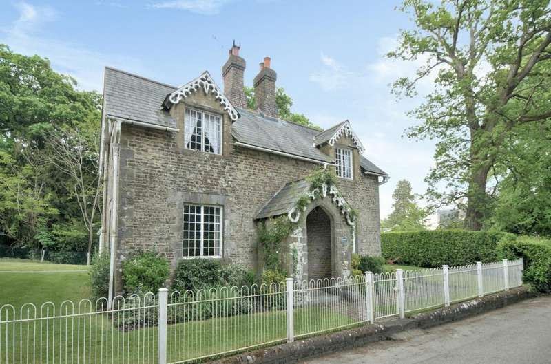 2 Bedrooms Detached House for sale in Horsham Road, Cowfold, RH13