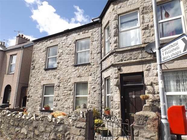 4 Bedrooms Semi Detached House for sale in Bangor Street, Y Felinheli, Gwynedd