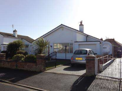 3 Bedrooms Bungalow for sale in Southgate, Rossall, Fleetwood, FY7