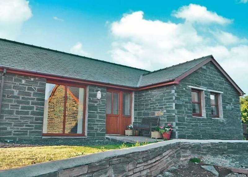 2 Bedrooms Detached Bungalow for sale in Eurach Park, Llanddaniel, North Wales