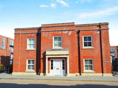 2 Bedrooms Terraced House for sale in Salt Meat Lane, Clarence Marina, Gosport