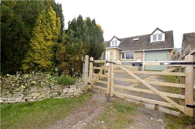 4 Bedrooms Detached House for sale in Dr Crouchs Road, Eastcombe, Gloucestershire, GL6 7EA