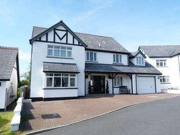 5 Bedrooms Detached House for sale in Fairways Drive, Mount Murray, Braddan, IM4 2JB