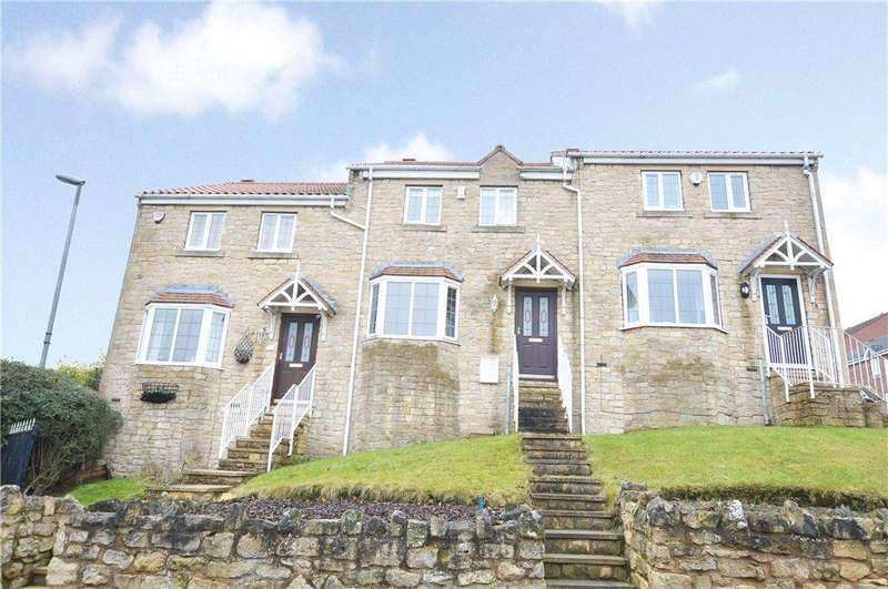3 Bedrooms Town House for sale in Hall Farm Park, Micklefield, Leeds, West Yorkshire