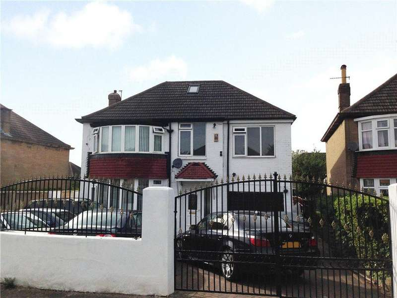 5 Bedrooms Detached House for sale in Carr Manor Drive, Moortown, Leeds