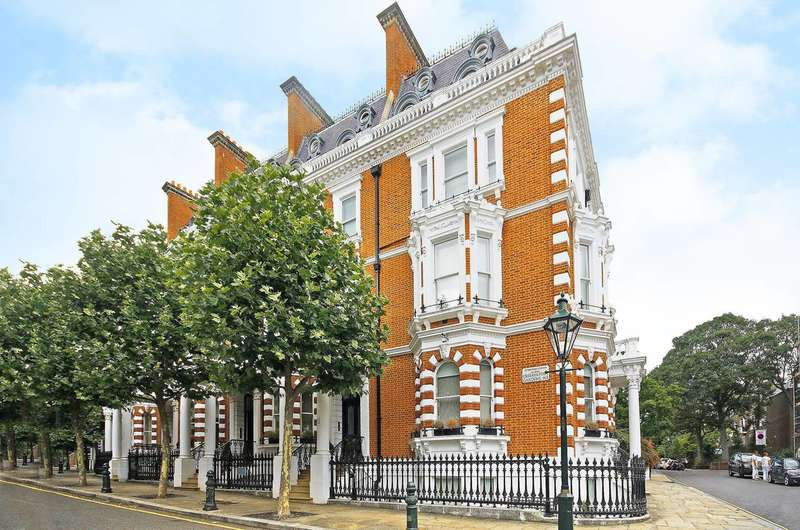 2 Bedrooms Maisonette Flat for sale in Observatory Gardens, Kensington, W8