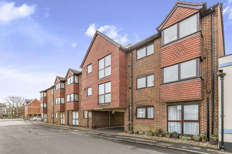 2 Bedrooms Flat for sale in Waterloo Road, Havant, PO9