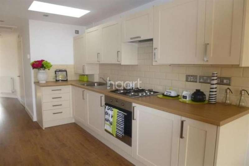 2 Bedrooms Bungalow for sale in Two Mile Hill Road