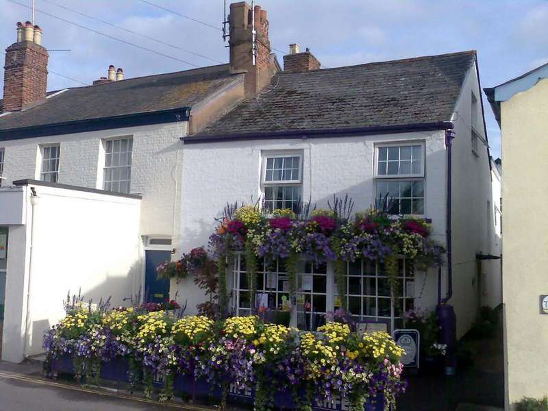 4 Bedrooms Semi Detached House for sale in The Strand, Lympstone