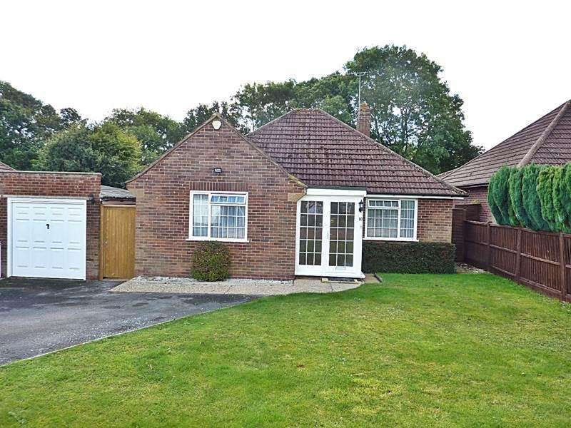 2 Bedrooms Bungalow for sale in FLACKWELL HEATH