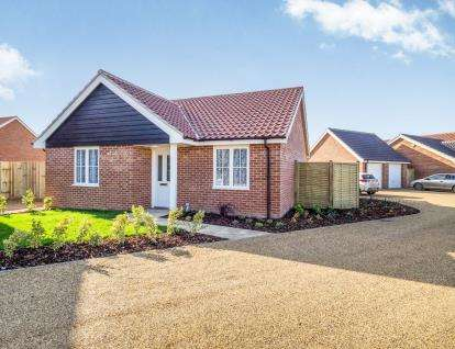 2 Bedrooms Bungalow for sale in Stalham, Norwich, Norfolk