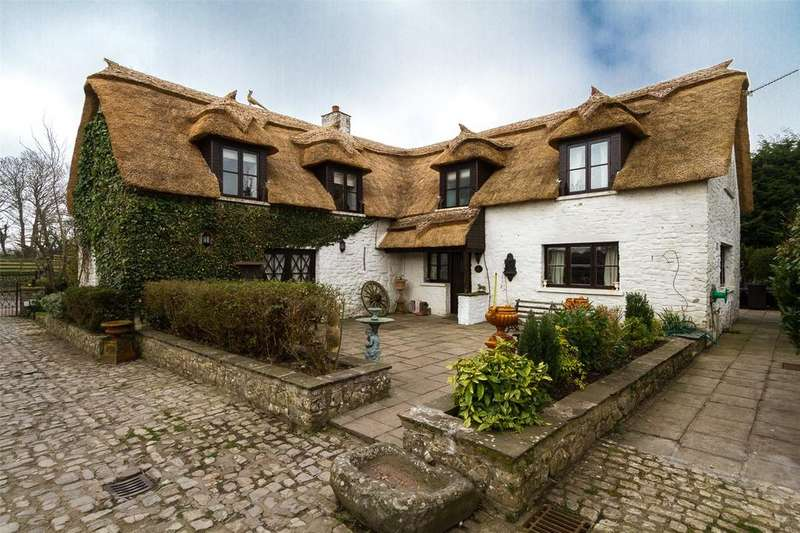 5 Bedrooms Detached House for sale in Moulton, Barry, South Glamorgan, CF62