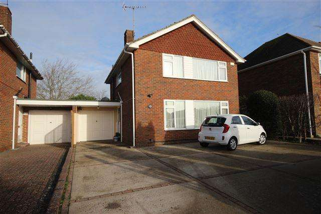 3 Bedrooms Detached House for sale in Cumberland Avenue, Goring, Worthing, West Sussex, BN12 6JX