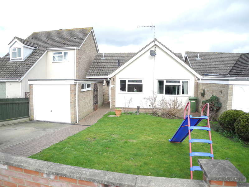 3 Bedrooms Detached Bungalow for sale in Marsh View, Beccles, Suffolk