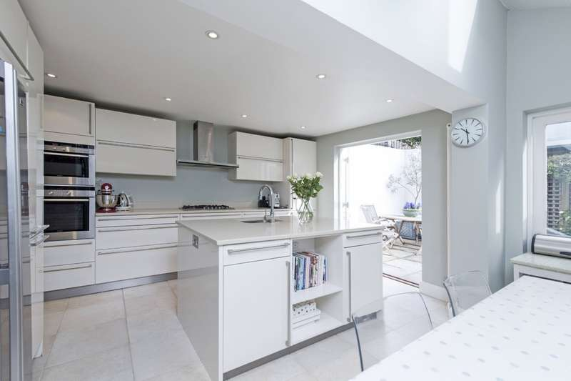 6 Bedrooms Terraced House for sale in Sugden Road, Battersea, London
