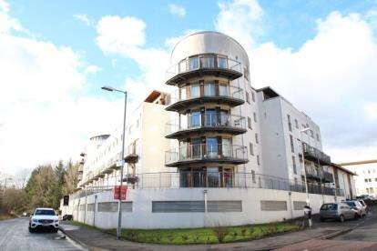 2 Bedrooms Flat for sale in Lochburn Gate, Maryhill, Glasgow