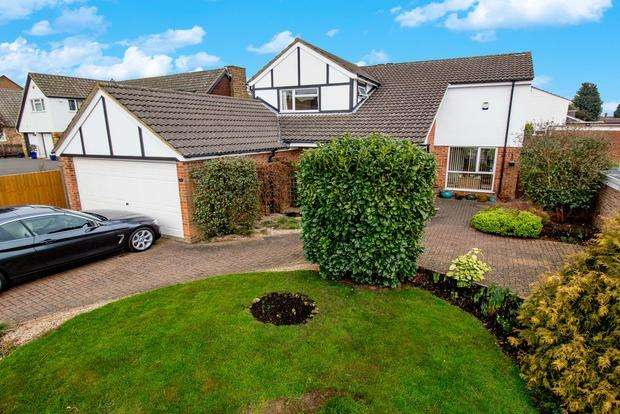 5 Bedrooms Detached House for sale in Church View Road, Desborough, NN14