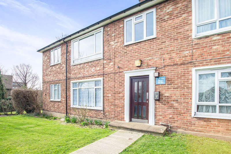 2 Bedrooms Flat for sale in Stonecot Hill, Sutton, SM3