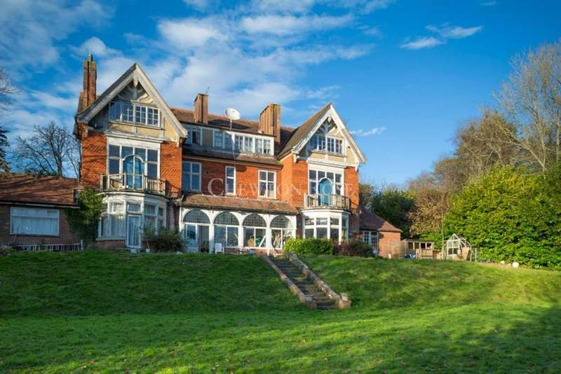 10 Bedrooms Detached House for sale in Woldingham, Surrey