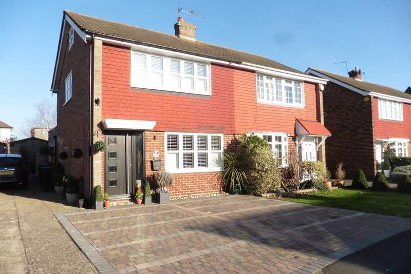 3 Bedrooms Semi Detached House for sale in Denman Drive, Ashford, TW15