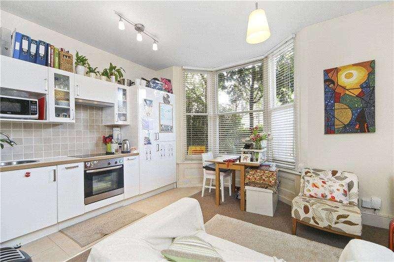 1 Bedroom Flat for sale in Godolphin Road, Shepherds Bush, London, W12