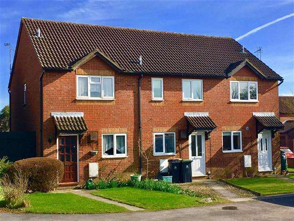2 Bedrooms Terraced House for sale in Beaufoy Close, Shaftesbury