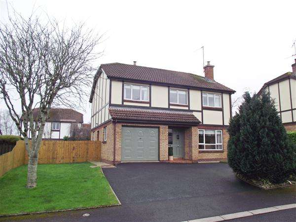 4 Bedrooms Detached House for sale in 22 The Everglades