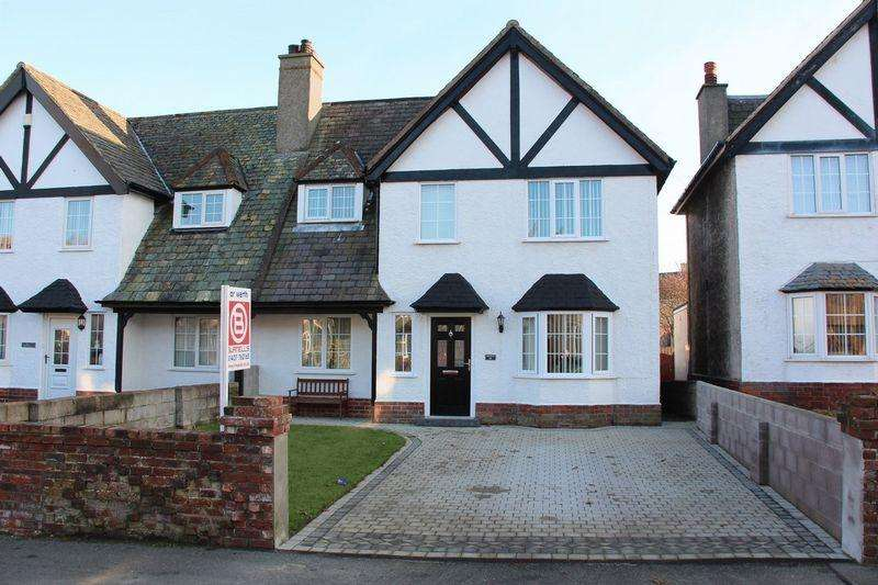 3 Bedrooms Semi Detached House for sale in Walthew Avenue, Holyhead